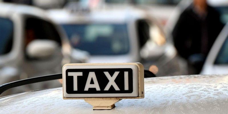 """Immagine di copertina di: Taxi, Federtaxi Cisal: """"A Fiumicino turisti in balia degli abusivi"""""""